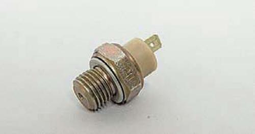 Замена датчика контрольной лампы недостаточного давления масла Шевроле Нива