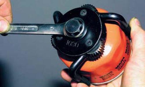 Замена масла в двигателе и масляного фильтра Шевроле Нива
