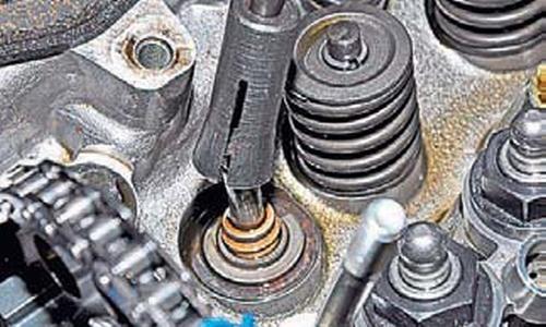 Замена маслоотражательных колпачков клапанов Шевроле Нива