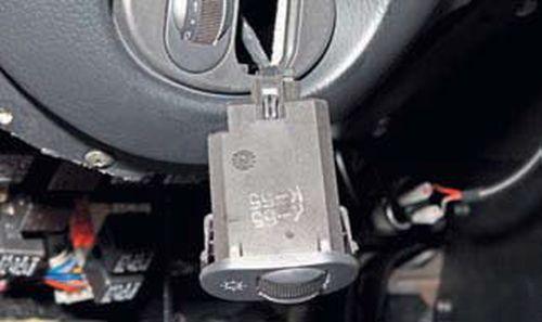 Замена выключателей и регуляторов Шевроле Нива