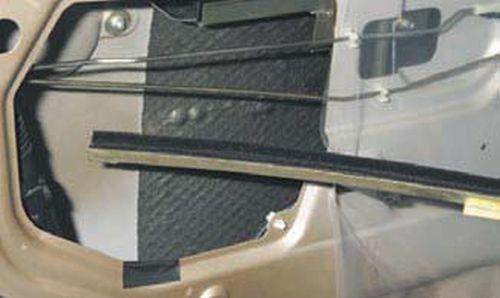 Снятие наружной ручки задней двери Шевроле Нива
