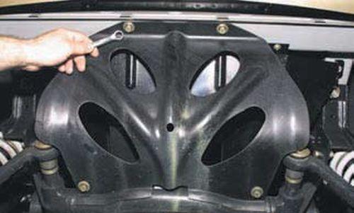 Снятие защиты поддона картера двигателя Шевроле Нива