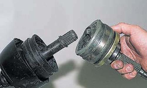 Снятие и установка наружного шарнира Шевроле Нива