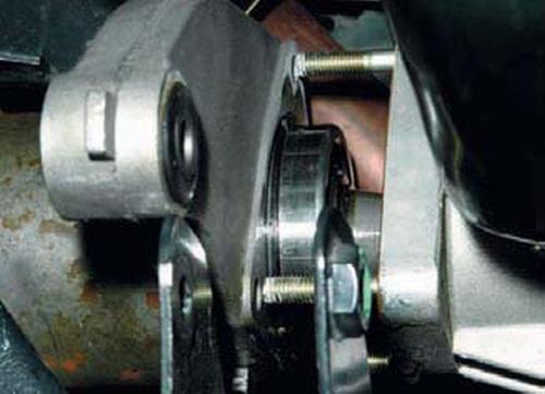 Снятие приводов передних колес Шевроле Нива