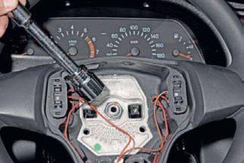 Снятие рулевого колеса Шевроле Нива