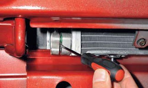Снятие конденсатора кондиционера Шевроле Нива