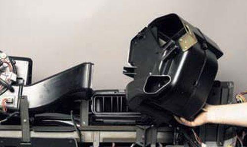 Снятие радиатора отопителя Шевроле Нива