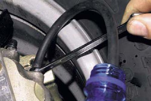 Прокачка гидропривода тормозной системы, замена жидкости Шевроле Нива