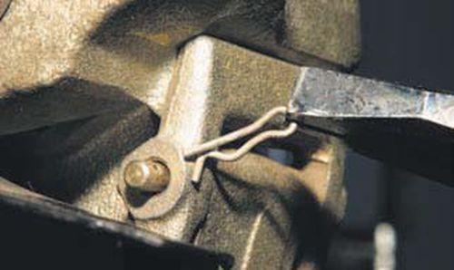 Замена передних тормозных колодок Шевроле Нива